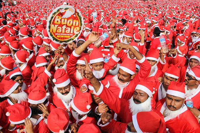 Largest gathering of Santa Claus